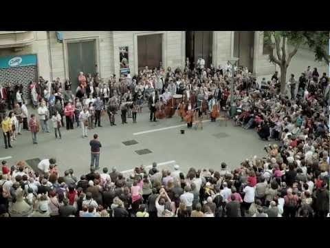 BANCO SABADELL - Som Sabadell flashmob watch?feature=player_embedded